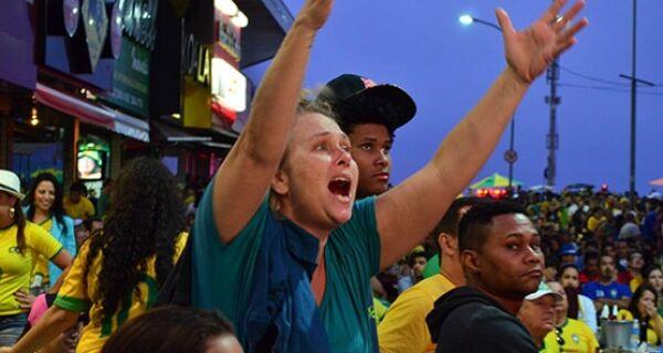 Massacre alemão sobre seleção brasileira entristece torcedores na Praia do Forte