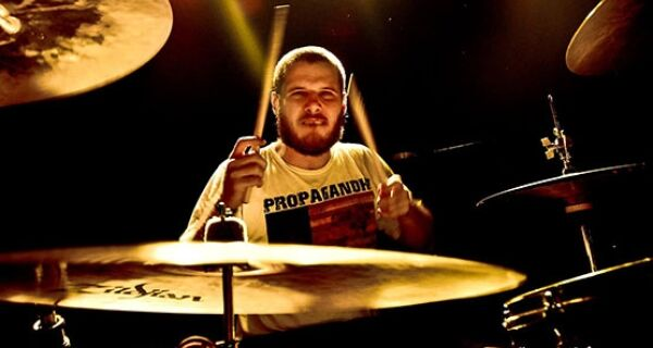 Da Região dos Lagos a Hollywood: a jornada de um baterista cabofriense