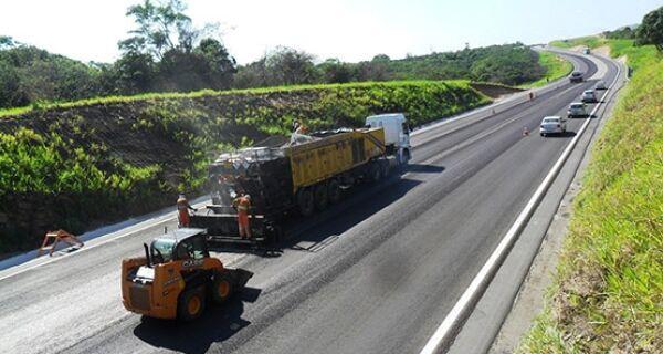 CCR realiza obras de instalação da divisória de pistas na ViaLagos