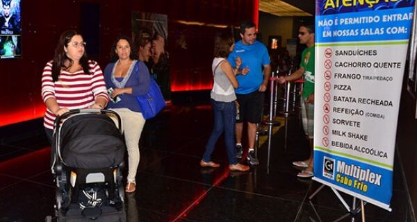 Venda casada gera polêmica no cinema do shopping de Cabo Frio
