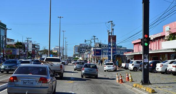 Semáforo defeituoso causa transtorno na Avenida Teixeira e Souza