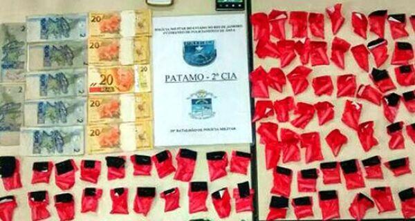 Dois jovens são presos em flagrante quando vendiam drogas em São Pedro