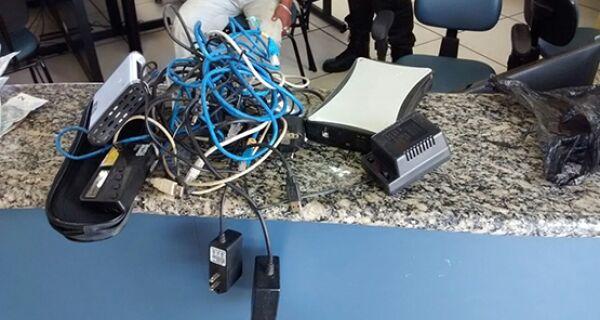 Homem é preso com drogas, material para endolação, balança de precisão no Morro Boa Vista, em Arraial