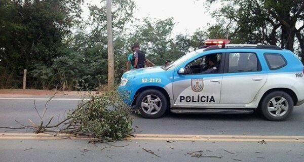 Moradores de São Jacinto fazem protesto por causa da insegurança na Estrada da Integração