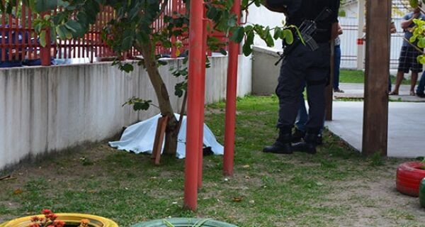 Vigia de creche é morto a tiros na Praia do Siqueira, em Cabo Frio