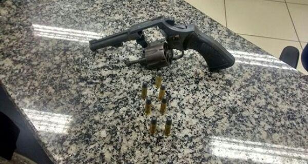 Dois homens são detidos com arma e munições no Distrito de São Vicente, em Araruama