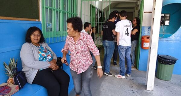 Estudantes defendem colégio Rui Barbosa