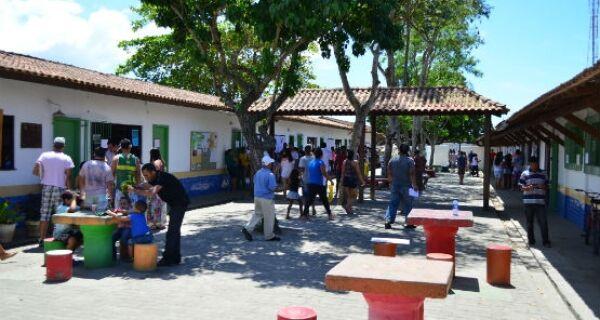 Votação no Jardim Esperança é marcada por tranquilidade, sujeira e irregularidades
