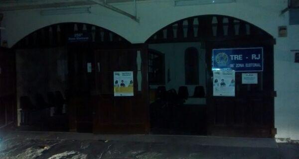 Cartório eleitoral fica sem luz e apuração está sendo mantida por no-break