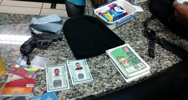 Homem é preso por policiais militares por praticar assalto em São Pedro