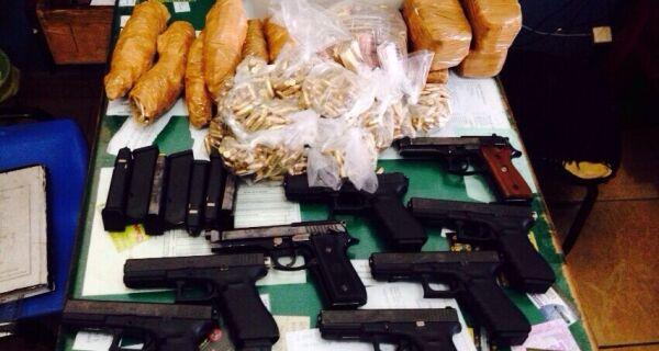 Operação apreende pistolas, cartuchos e 85 mil reais com destino a Cabo Frio