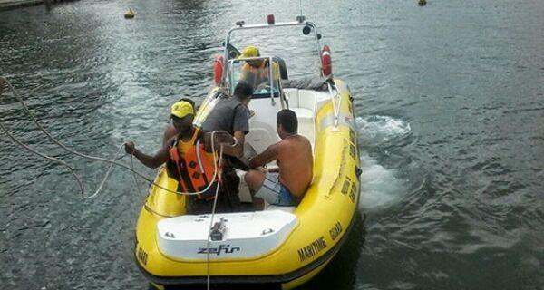Homem assalta celular de adolescente e tenta fugir num caiaque pelo canal