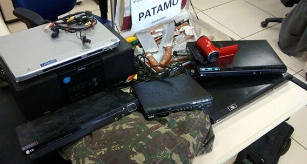 Policiais militares de Araruama encontram produtos escondidos em obra