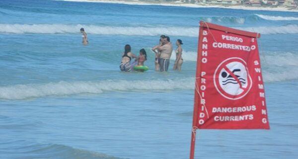 Após afogamento de turista mineiro na Praia do Forte, alerta é ligado para o verão