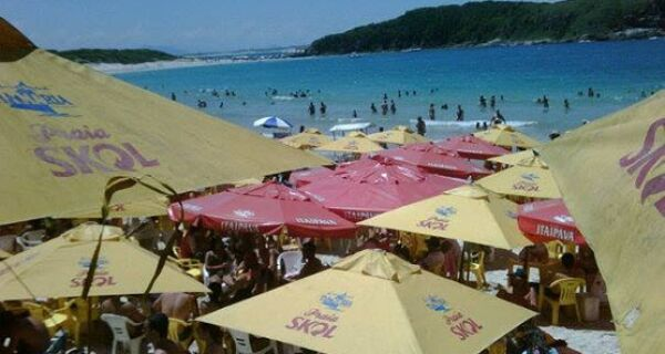 Praia das Conchas terá estacionamento regularizado pela prefeitura de Cabo Frio
