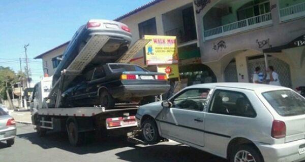 Operação da Polícia Militar recolhe mais de 100 veículos em Cabo Frio
