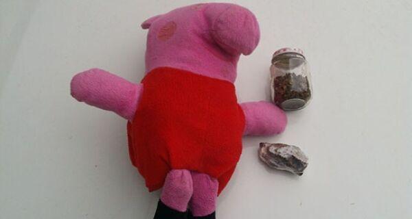 Polícia apreende maconha dentro de boneco de pelúcia da Pegga Pig