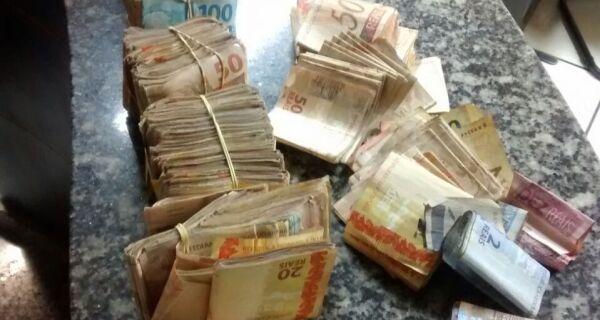 Flagradas com mais de R$ 40 mil em dinheiro, mulheres são presas por associação ao tráfico em Cabo Frio