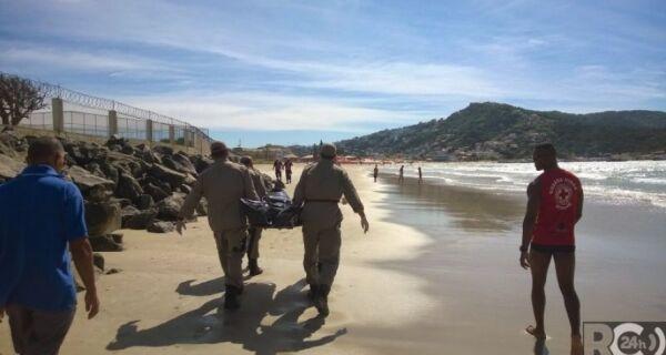Homem é encontrado morto na Praia dos Anjos, em Arraial do Cabo