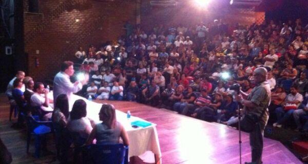Prefeito Alair Corrêa se reúne com Agentes de Saúde no Teatro