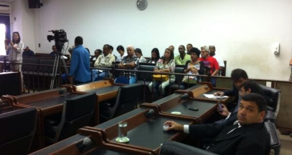 Vereadores derrubam veto da CCJ sobre câmeras na Saúde