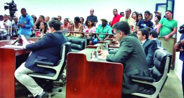 Aplicação de multas divide vereadores