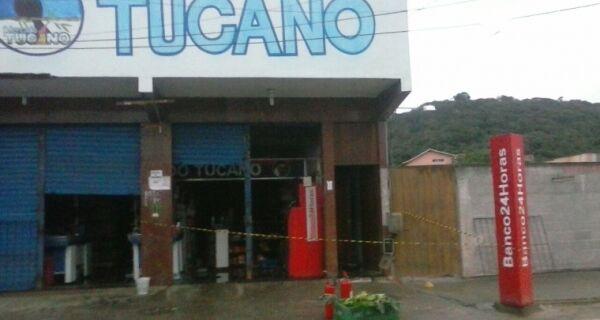 Bandidos provocam incêndio para arrombar caixa eletrônico no Cajueiro