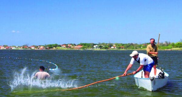 Presidente da Colônia de São Pedro diz que pesca na Lagoa 'está em extinção'