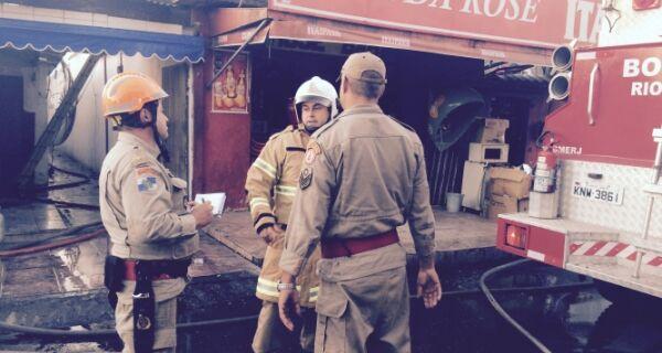 Bombeiros dependem apenas da Ampla para apagar totalmente o incêndio