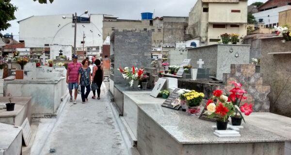 Cemitérios da região registram movimento intenso no feriado de Finados