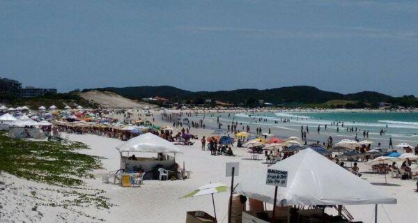 Sol e tempo firme enchem as praias da região neste sábado (28)