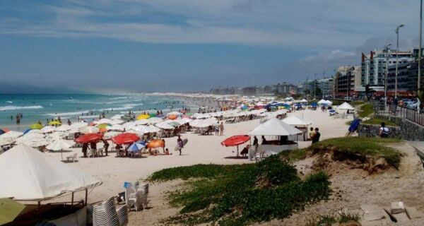 Sábado começa com sol entre nuvens em Cabo Frio