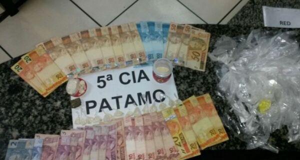 Polícia prende dois em Búzios por tráfico de drogas e outra dupla por roubo de veículo
