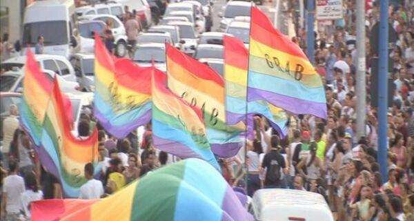 Movimento LGBT promove Parada Gay em Arraial hoje