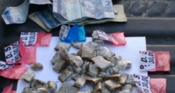 PM prende dois em Cabo Frio por tráfico de drogas