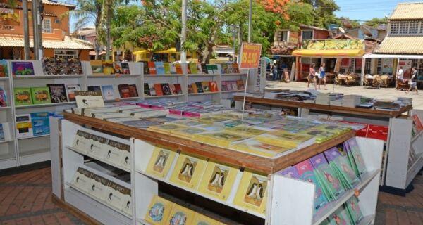Praça Santos Dumont, em Búzios, recebe feira do livro