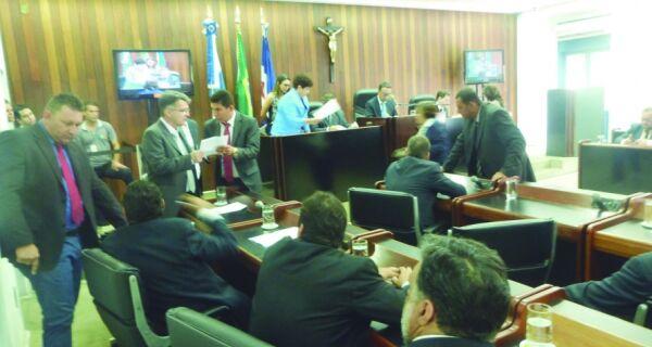 Câmara avalia se aceita pedido de afastamento de Alair Corrêa