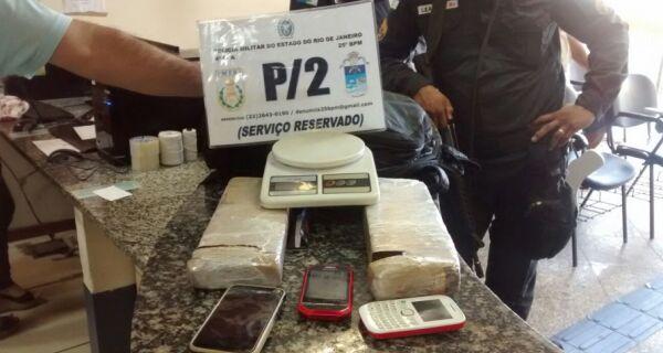 PM prende dois supeitos de tráfico em Cabo Frio