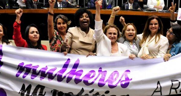 Maioria do eleitorado, mulheres ainda têm pouca voz na política