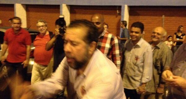 Lupi nega agressão em ato político e afirma que vai à Justiça