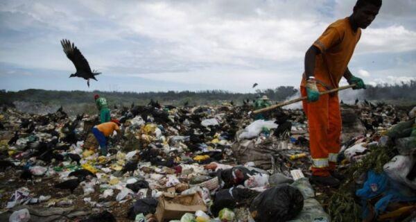 Inea interdita lixão clandestino de Arraial