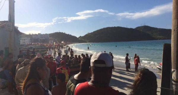 Corpo de vítima de naufrágio em Arraial aguarda liberação do IML