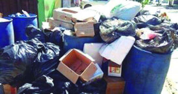 Lixo incomoda a população do Peró
