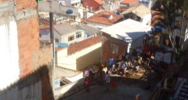 Um morto e cinco feridos é o resultado da operação em andamento em Arraial