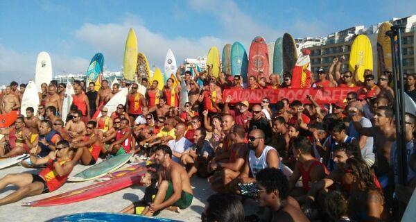 Surfistas homenageiam 'Boca' nesta manhã de segunda na Praia do Forte