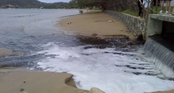 Lançamento de esgoto no mar de Búzios vai parar na Justiça