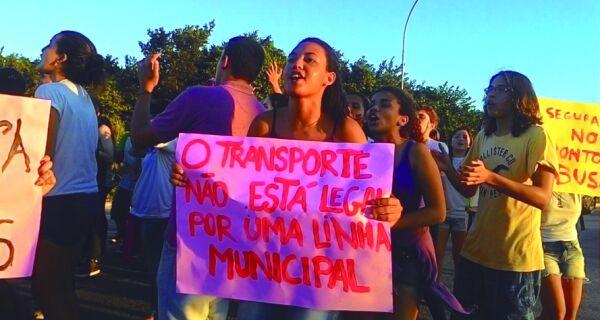 Estudantes protestam contra onda de assaltos no IFF