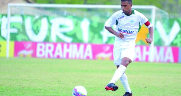 Leandro completa 70 jogos na Cabofriense sob pressão