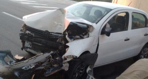 Acidente de carro na praia do Forte deixa mulher ferida