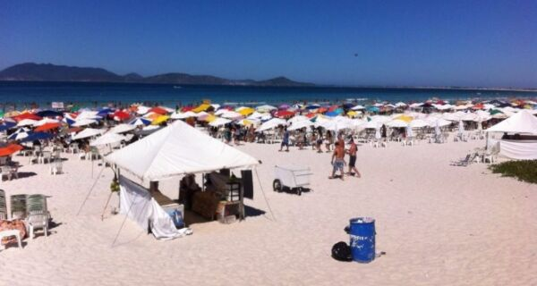 Domingo de sol lota Praia do Forte